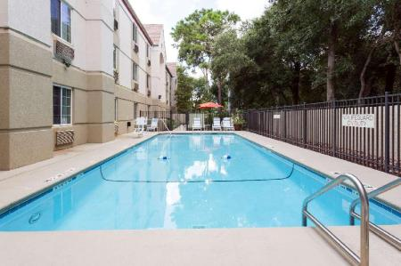 Swimming pool [outdoor] Hawthorn Suites by Wyndham Orlando Altamonte Springs