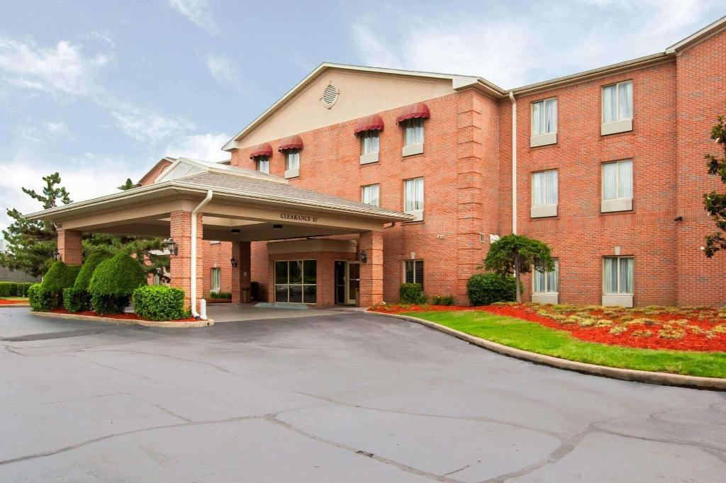 Quality Inn Suites Germantown In Memphis Tn Room Deals Photos Reviews