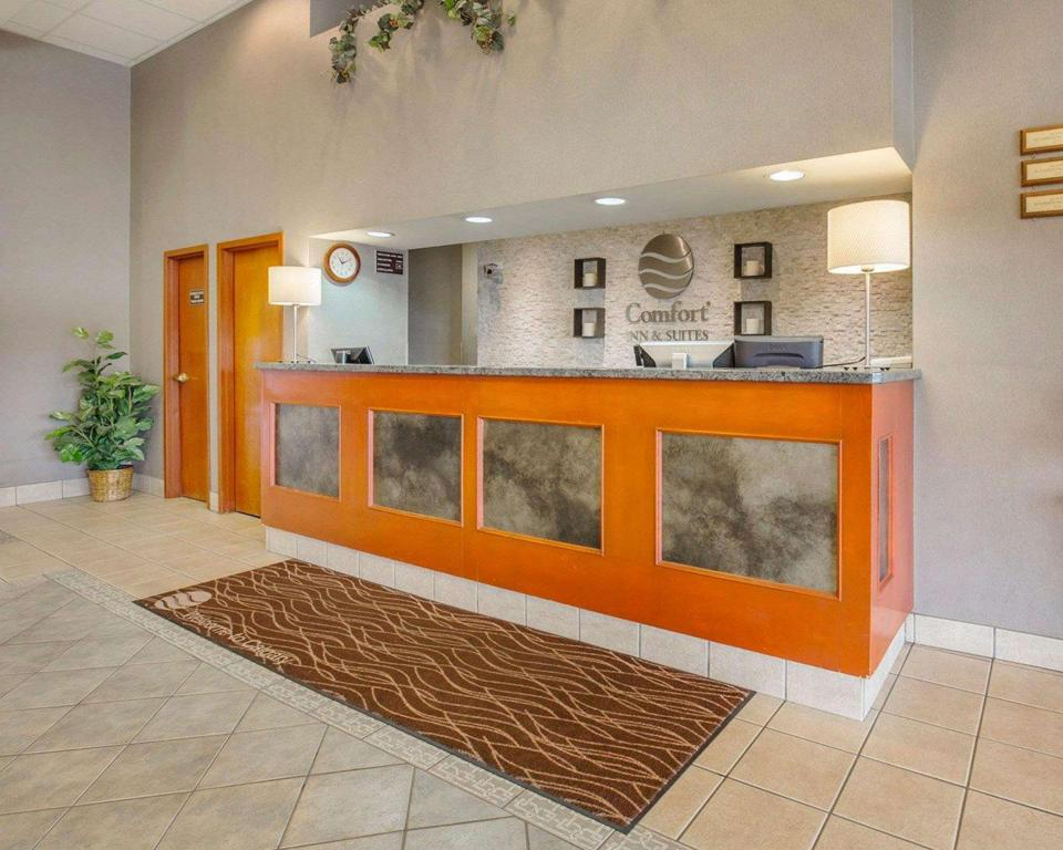 Lobby Comfort Inn & Suites South