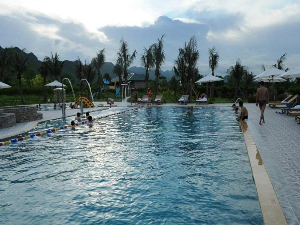Kolam renang Cuc Phuong Resort And Spa