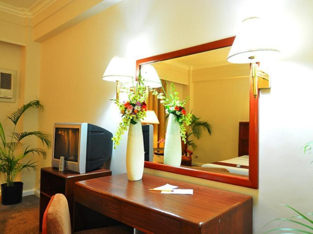 Deluxe - Guestroom Grand Men Seng Hotel