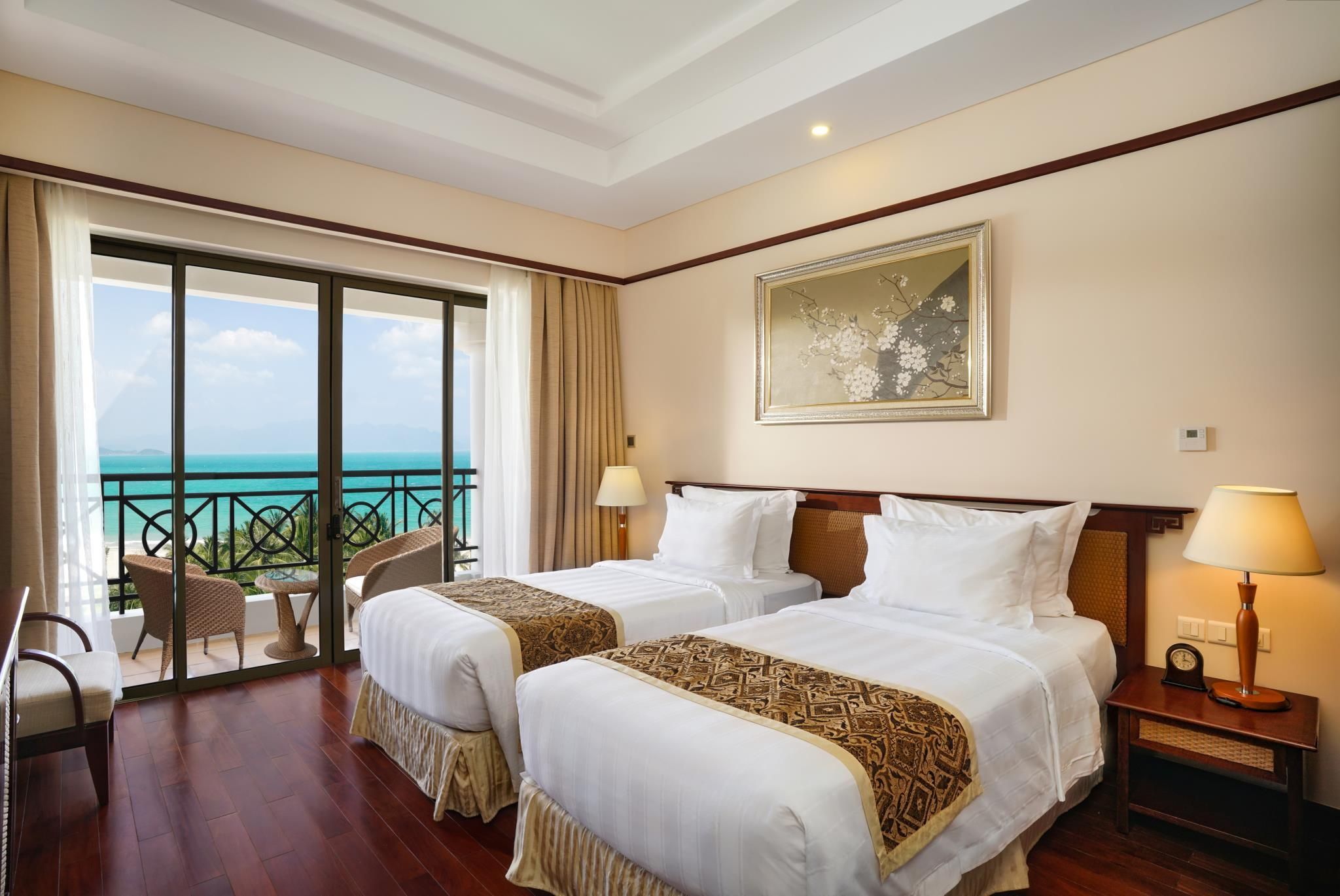 Phòng Deluxe 2 giường Hướng biển (Deluxe Twin Ocean View)