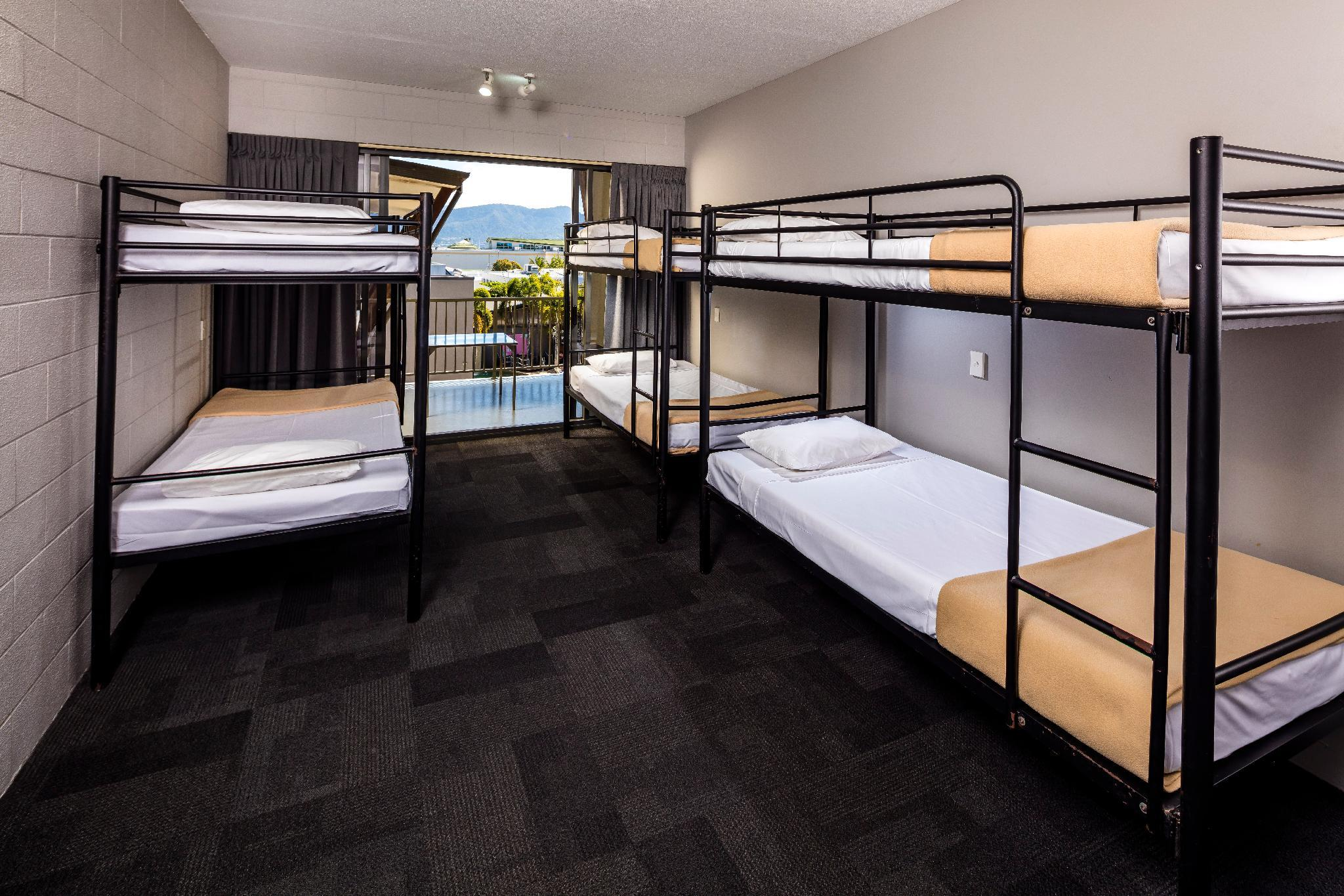 1 Person in 6-Bed Dormitory with En-Suite - Mixed