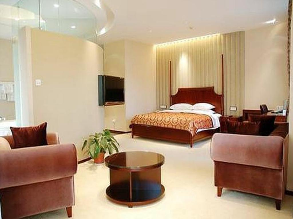 West Wing Premier Suite with King Bed