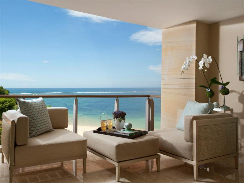 Royal Ocean Court View Suite - Guestroom