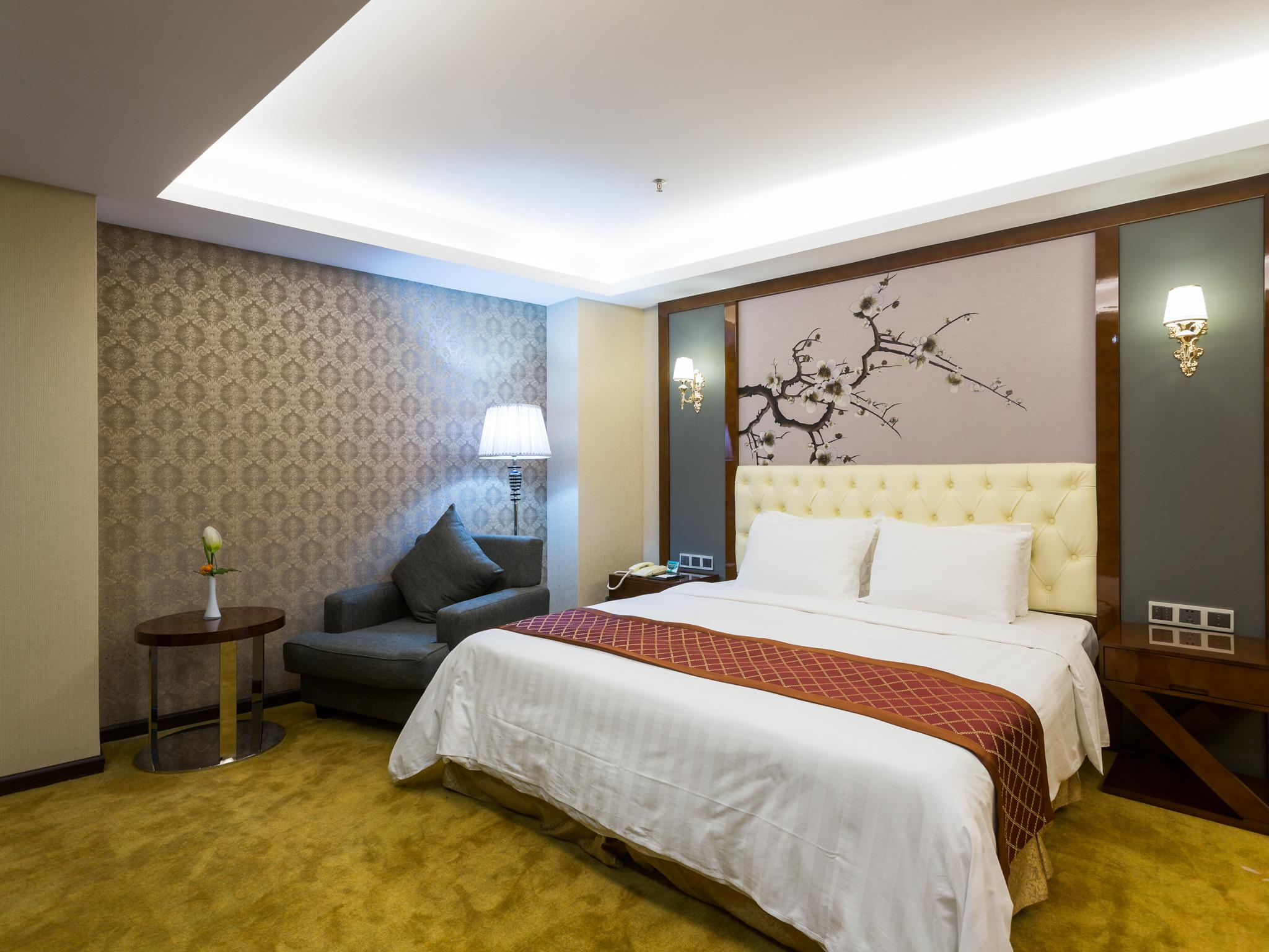 Cameră business queen (Business Queen Room)
