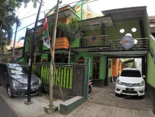 Dhika Adventure - Hostel & Travel