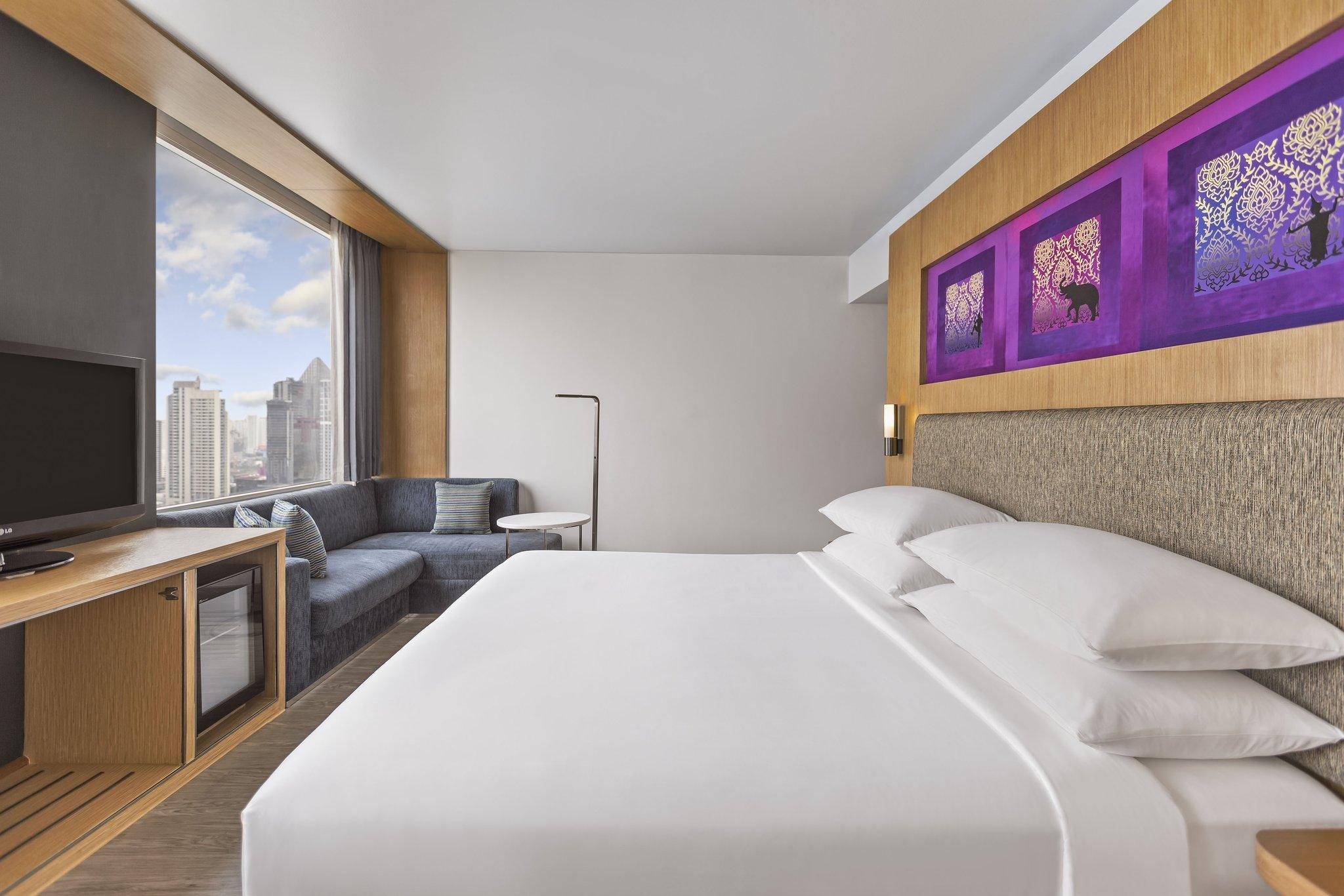 Breezy King, Guest room, 1 King, City view, High floor