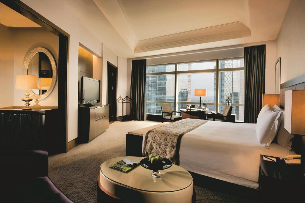 Deluxe Grand Club, Club level, Guest room, 1 King The Ritz-Carlton Jakarta, Pacific Place