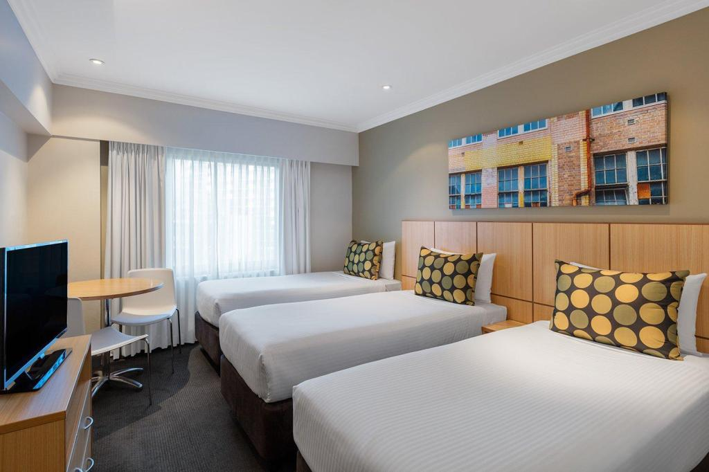 Standard Triple Room - Bed Travelodge Hotel Sydney