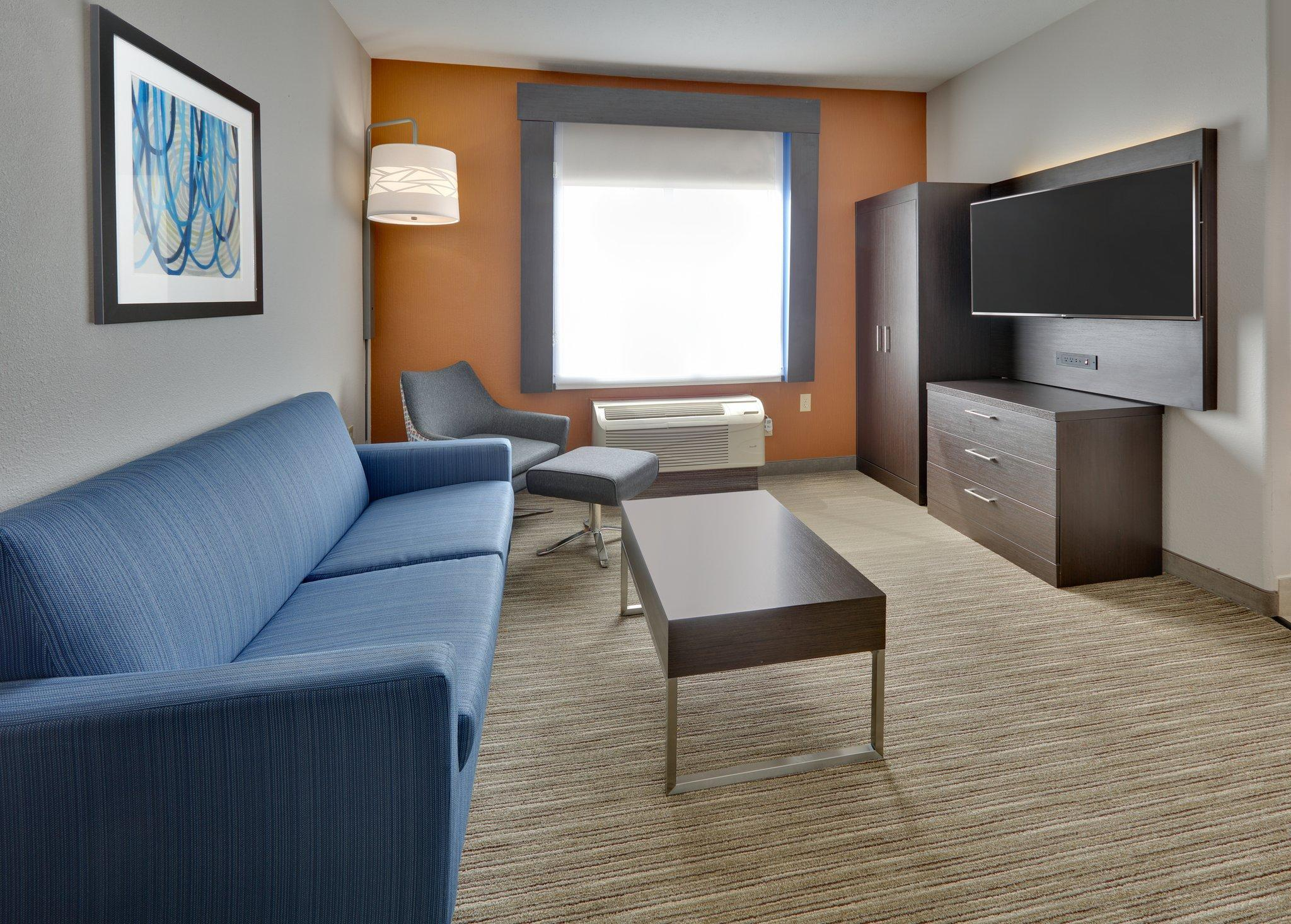 2 Room Suite W 1 King Bed Non-Smoking