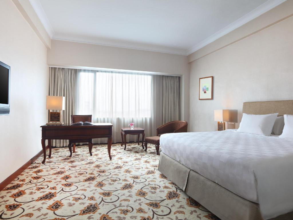 Deluxe Room with 1 King-Size Bed - Guestroom Grand Mercure Maha Cipta Medan Angkasa