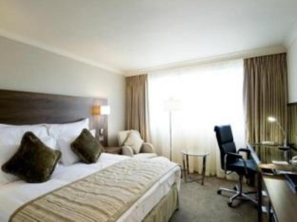 Deluxe Room - Bed Crowne Plaza Manchester Airport