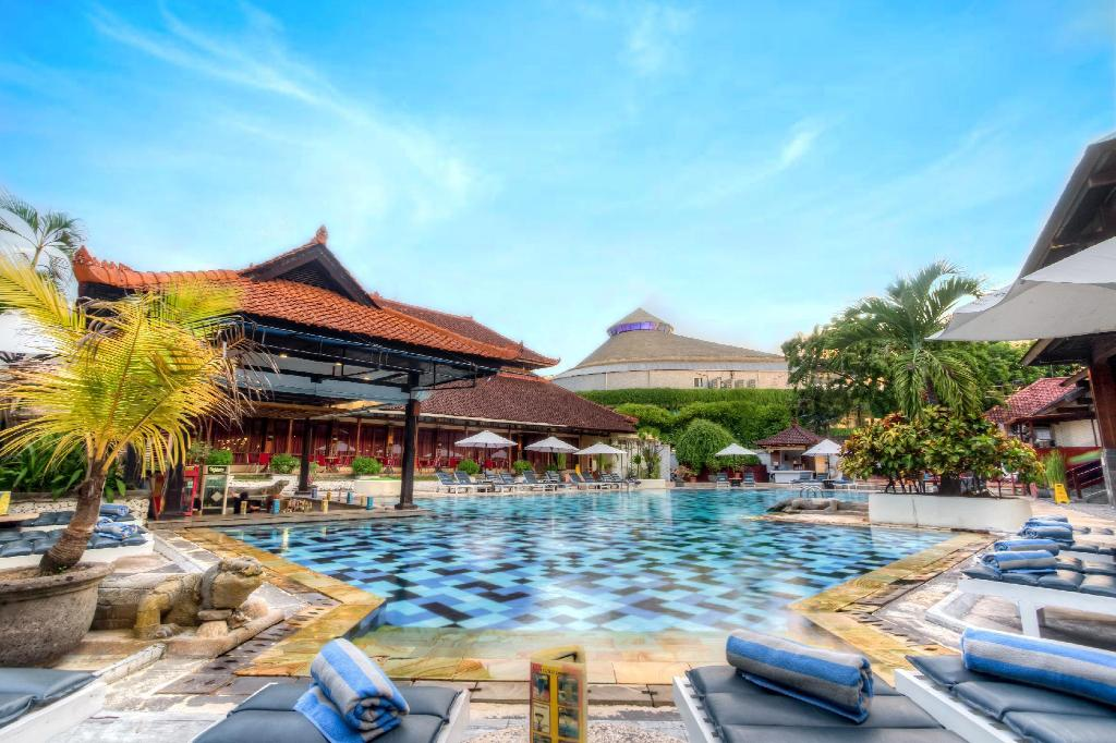 Swimming pool [outdoor] Grand Istana Rama Hotel