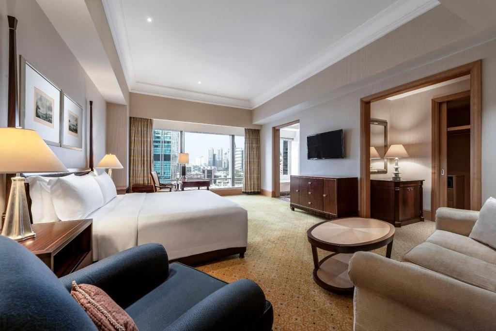 Grand Club (63 Sqm), Club lounge access, Guest room, 1 King - Guestroom The Ritz-Carlton Jakarta, Mega Kuningan