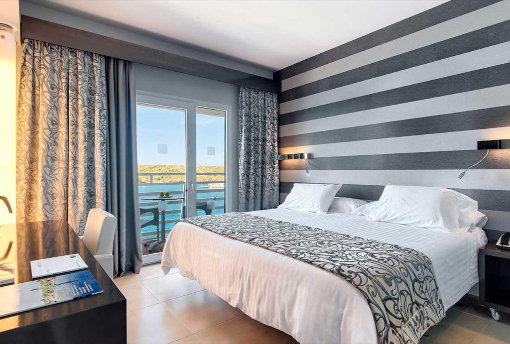 Superior Sea View Double Or Twin - Guestroom