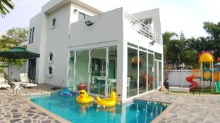 Baan Pool Villa01 (Bangsaen-Mountain view)