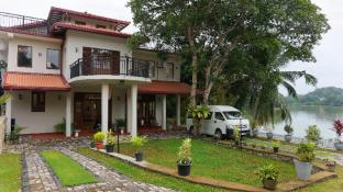 @MyH LAKE FRONT Villa, B&B with Transport 100km