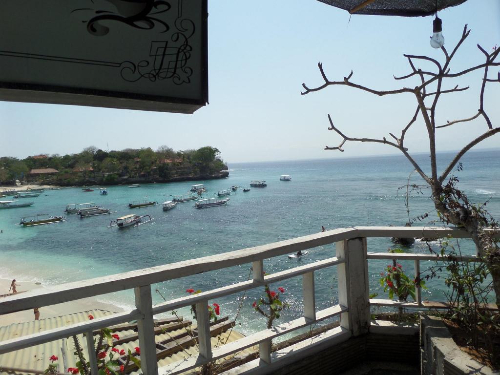 Best Price on Garden Hut has direct Access to Mushroom Beach in Bali