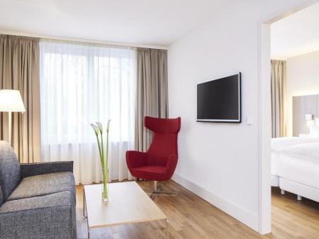 Family Room Double - Guestroom NH Collection Hamburg City