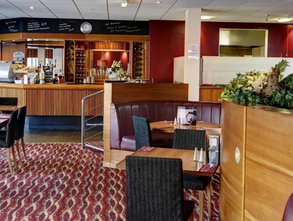 Best Western Kings Manor Hotel - Room Deals, Reviews
