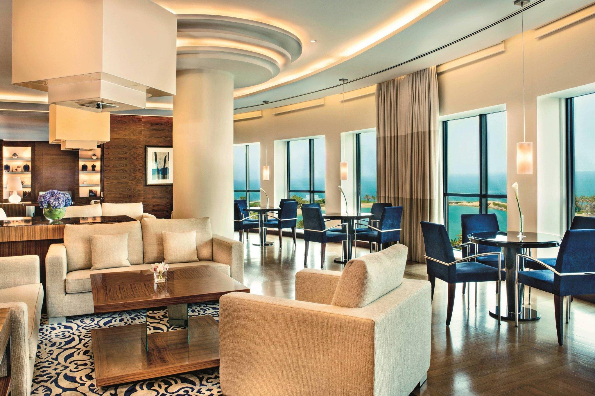 Executive Suite, Club lounge access, 1 King, Balcony
