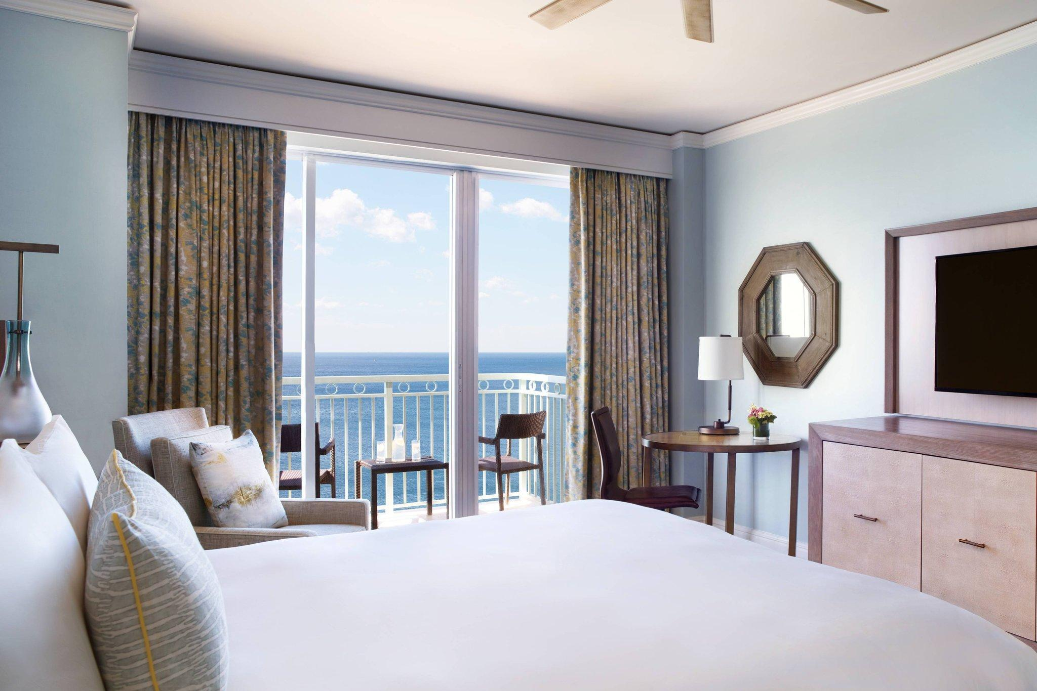 Guest room, 1 King, Oceanfront, Balcony