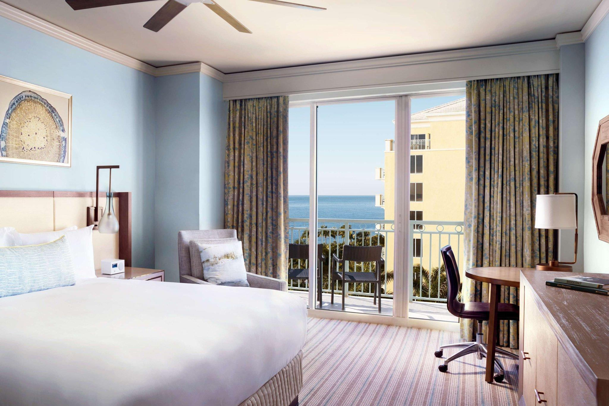 Guest room, 1 King, Partial ocean view, Balcony