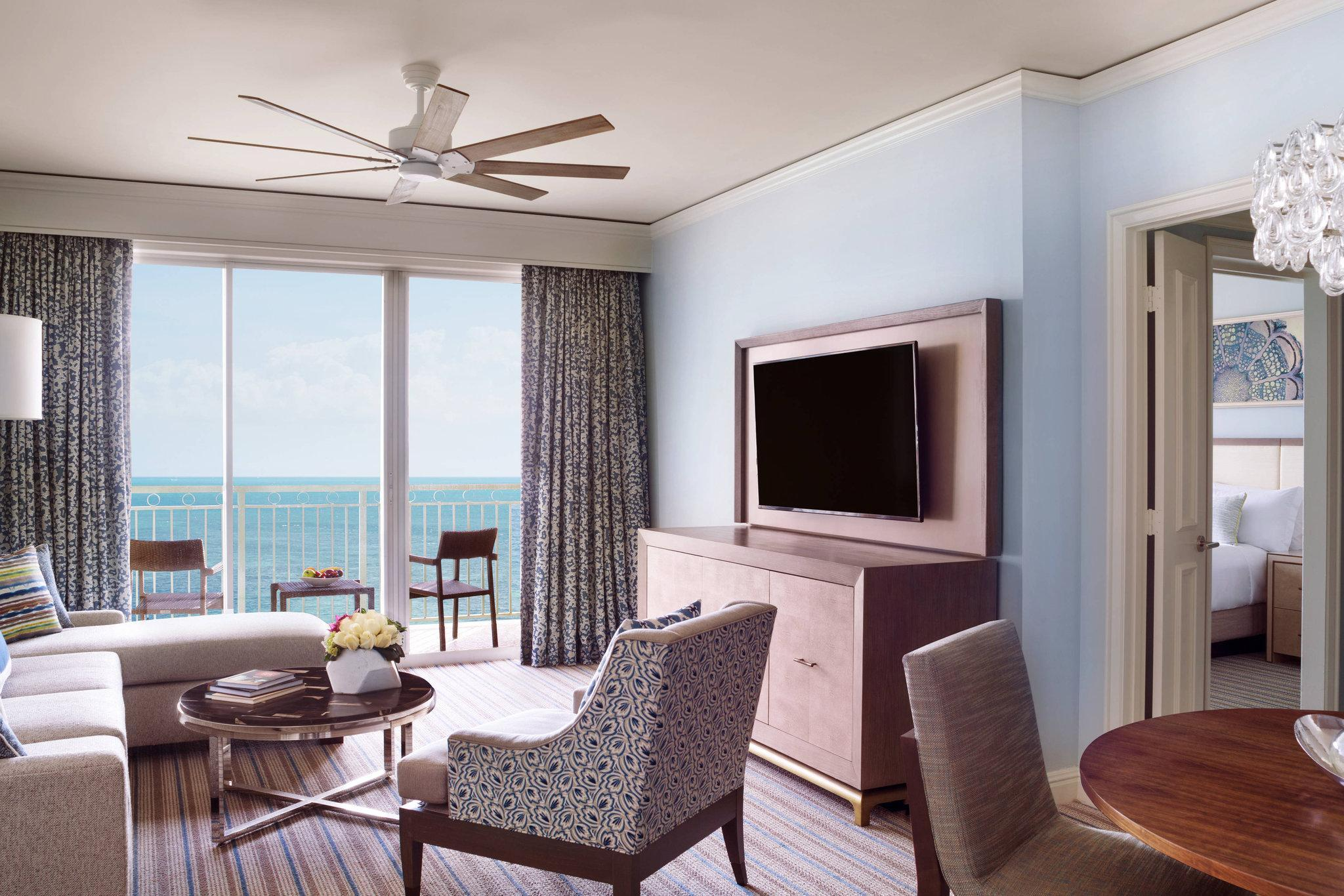 1 Bedroom Executive Suite, 1 King, Sofa bed, Oceanfront