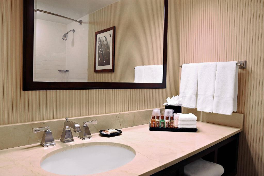 Lodge Room, Guest room, 2 Double, Lodge Sheraton Columbia Town Center Hotel