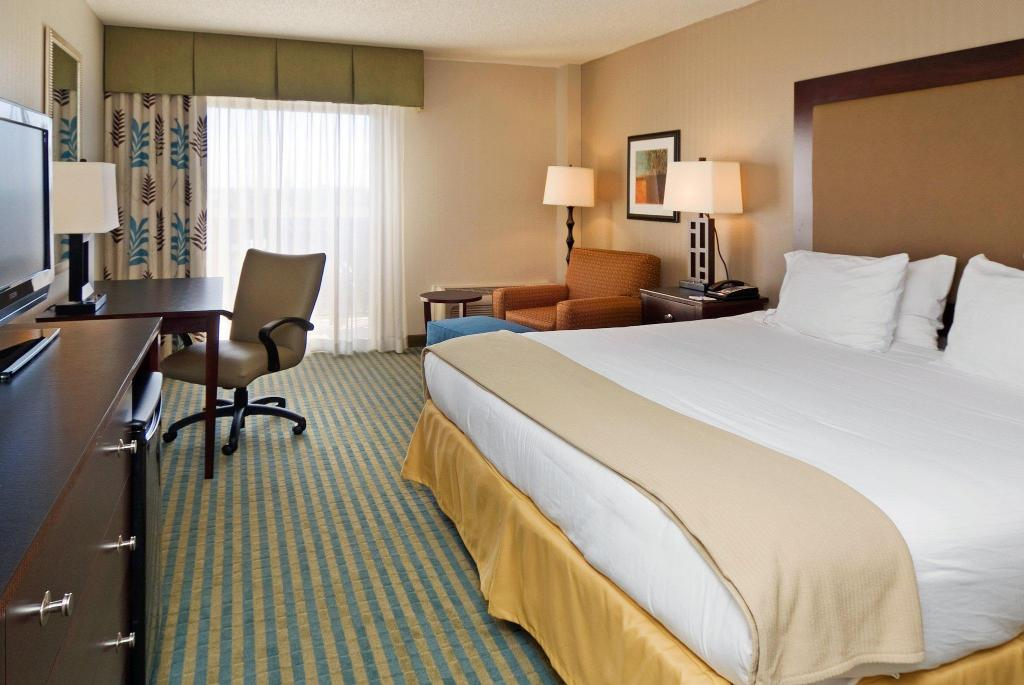 1 King Hearing Accessible Non-Smoking Holiday Inn Express Cape Coral-Fort Myers Area