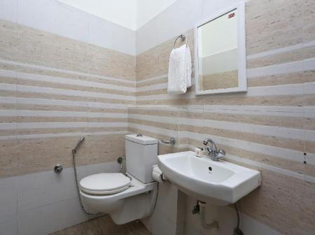 Banyo OYO 14971 C D Guest House