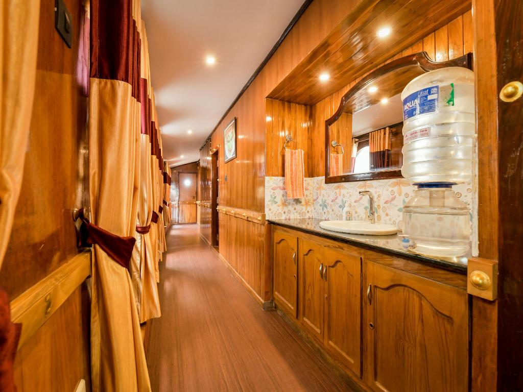 大厅 OYO13525我的旅程BHK 3号豪华私人船屋 (OYO 13525 HouseBoat My Trip Deluxe 3 BHK Private)