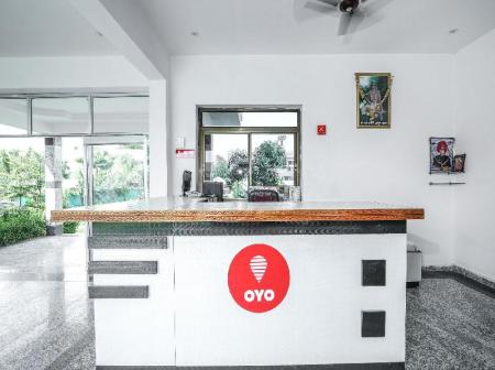 Рецепция OYO Home 15243 Hotel Gulab Resort