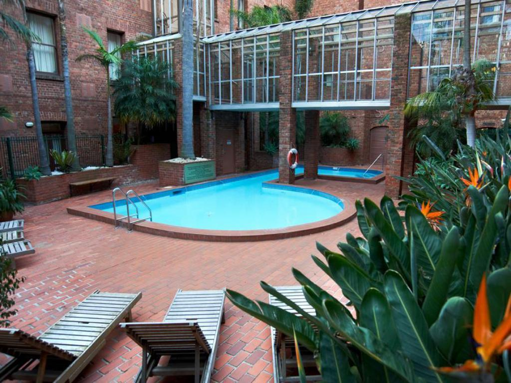 Swimmingpool Coppin Apartments on Little Bourke