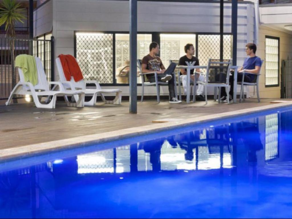 Swimming pool [outdoor] Mont Clare Boutique Apartments