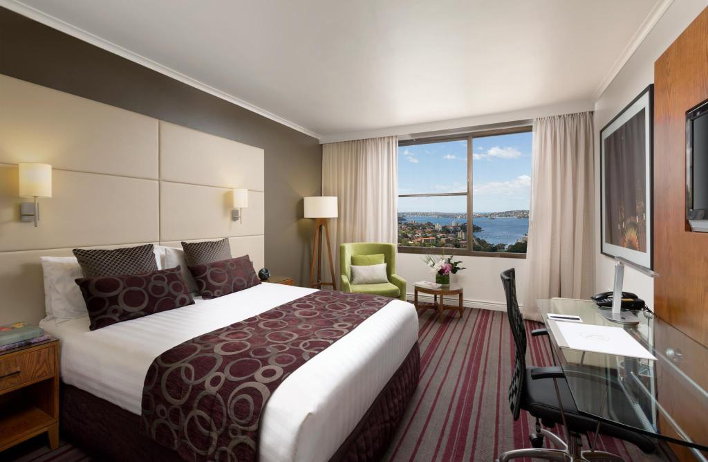 Harbour View Queen Room - Bed Rydges North Sydney Hotel
