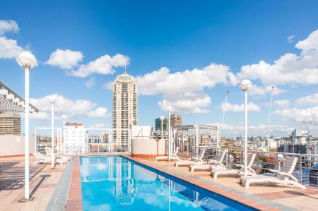 مسبح خارجي شقق سيزونز دارلينج هاربر سيدني (Seasons Darling Harbour Sydney Apartments)