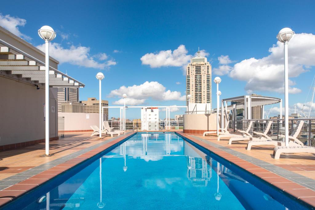 Best Price on Seasons Darling Harbour Sydney Apartments in ...