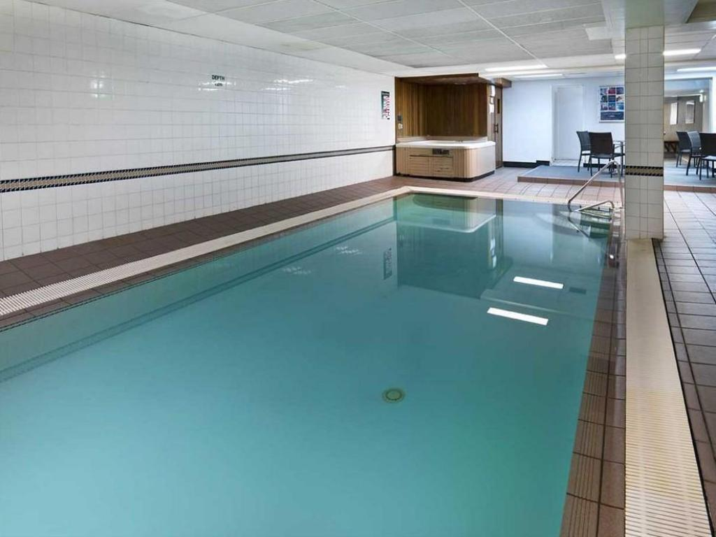 Swimming pool Medina Serviced Apartments Canberra Kingston