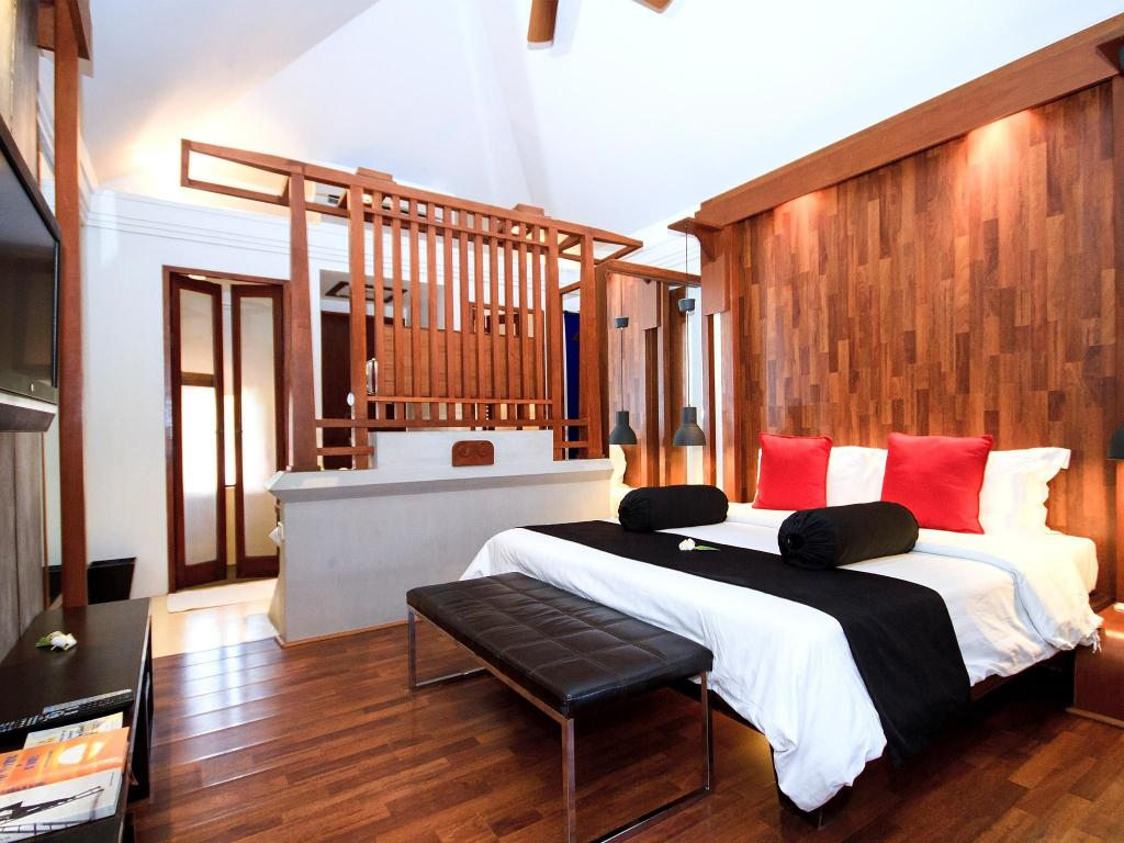Deluxe Balcony Suite - Bed Pavilion Samui Villas & Resort