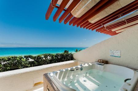 Deluxe Jacuzzi - View Royal Solaris Cancun Resort Marina & Spa All Inclusive