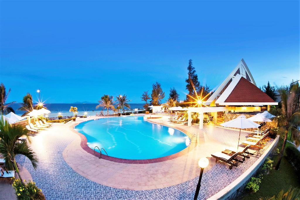 Swimming Pool Outdoor Centara Sandy Beach Resort Da Nang