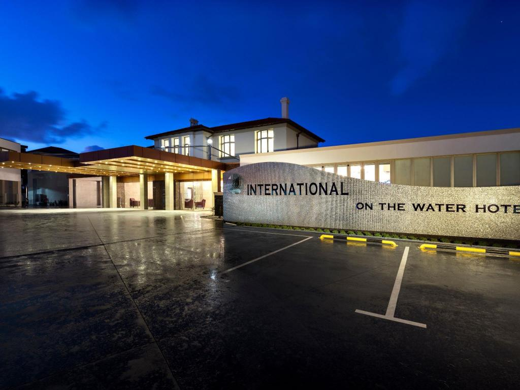 International On The Water Hotel