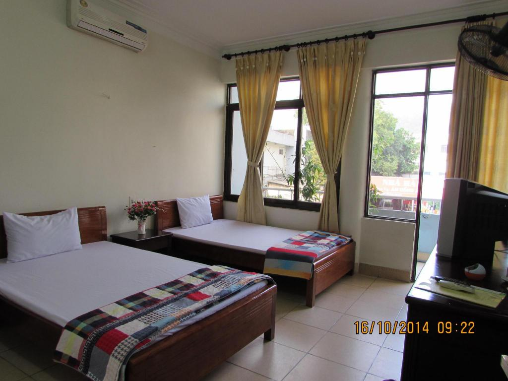 Twin Room with Balcony Viet Nhat Halong Hotel