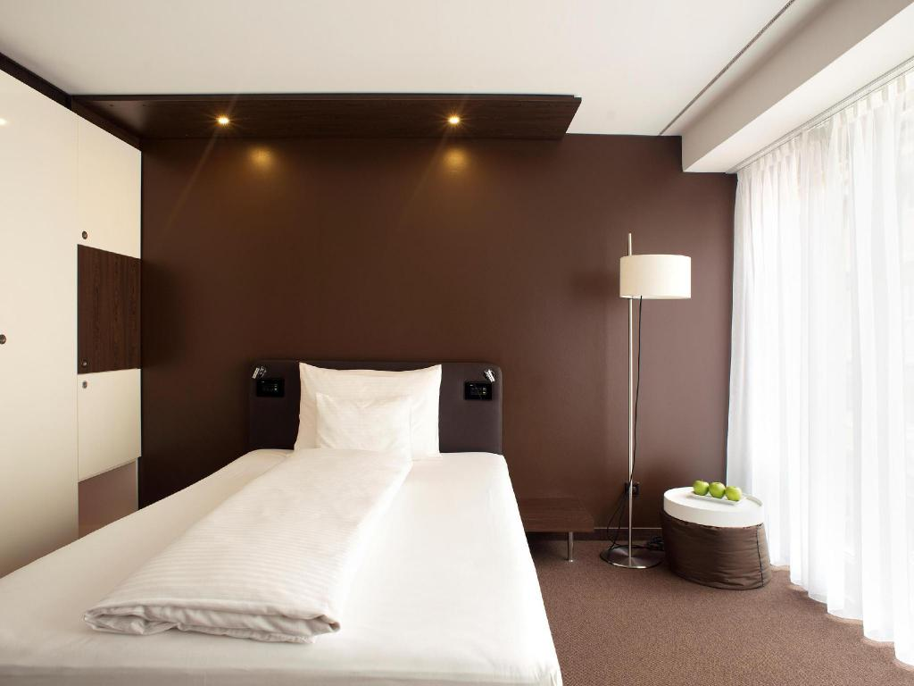 Business Single Room - Bed