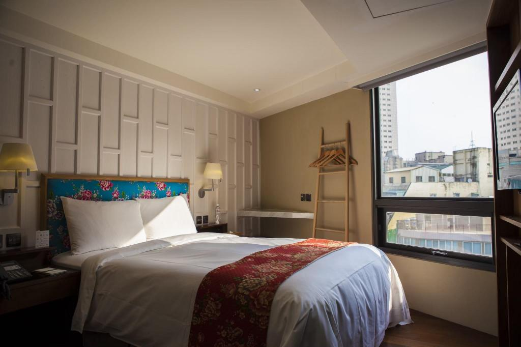 Double Room - View Red Dot Hotel