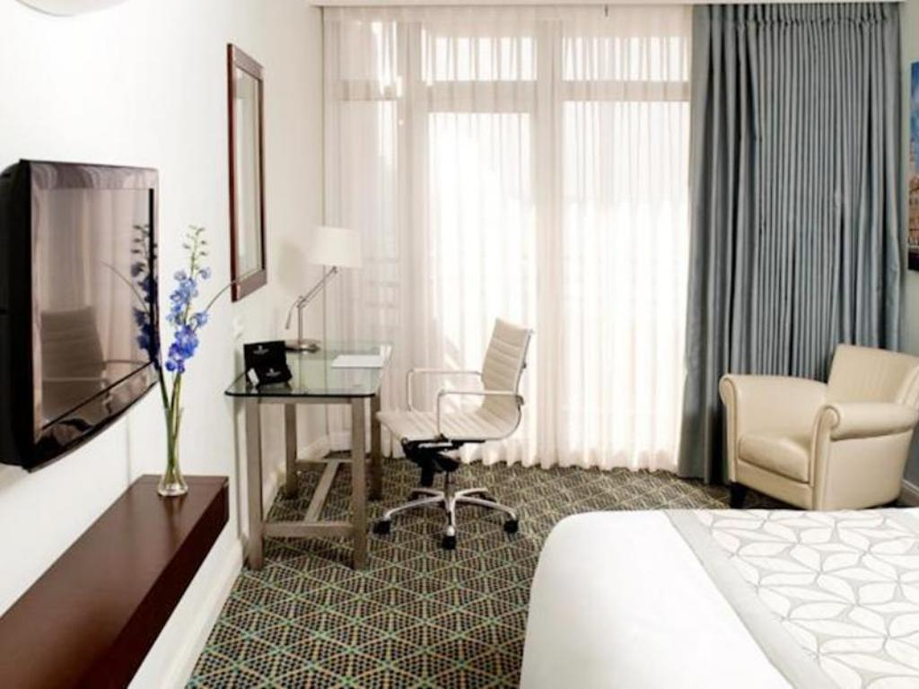 Executive Without Lounge, Guest room, Sea view, Balcony - Habitació Renaissance Tel Aviv Hotel