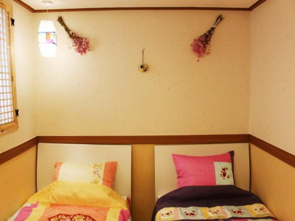 Korean Style Twin Room with Private Bathroom Tourinn Harumi Guesthouse