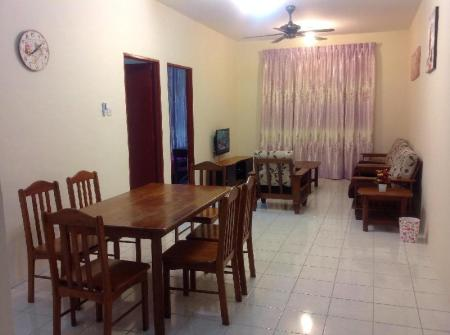 Deluxe Double Room KK Holiday Suites Apartment